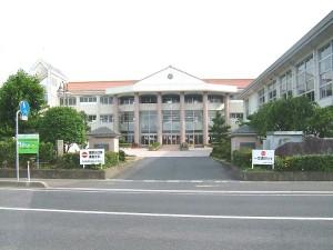 800px-Kotoura_town_Tohaku_elementary_school[1]