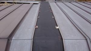 既設の吊子を残し溝板を撤去